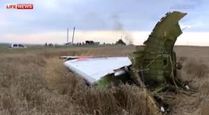 "Servizi tedeschi: ""Aereo Malaysia Airlines caduti in Ucraina abbattuto da filorussi"""