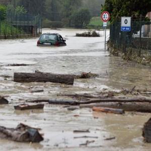 """Maltempo flagella nord Italia: alluvioni e bombe d'acqua. """"Allerta non è finita"""""""