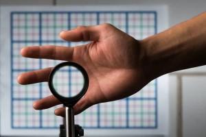 """Mantello invisibilità """"low cost"""" in arrivo: 4 lenti per creare illusione ottica"""