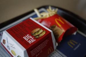 """McDonald's cambia i menu dopo tonfo degli utili: cibi più genuini e """"su misura"""""""
