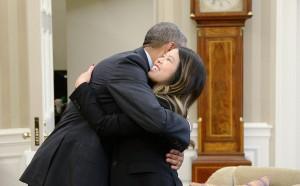 Ebola, Obama abbraccia Nina Pham l'infermiera guarita VIDEO