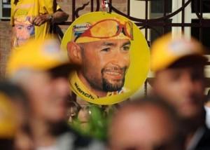 Marco Pantani, cadavere con pugni chiusi. Si stava difendendo?