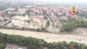 Alluvione Parma, la città invasa dal fango: le immagini dall'alto