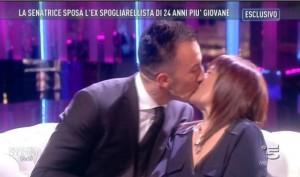"""Stefania Pezzopane, Giornale: """"Senatrice pd anti Cav impazzita per amore in tv"""""""