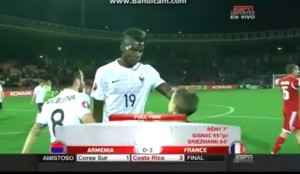 Pogba rifiuta i calzoncini di Pogba al termine di Armenia-Francia VIDEO