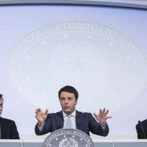 """Renzi: """"Paese stufo delle sceneggiate"""". Nel Pd prove di mini scissione"""