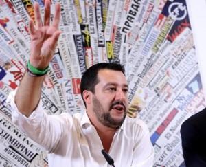 """Matteo Salvini a Beppe Grillo: """"Vediamoci, parliamo di euro"""", ma lui rifiuta"""