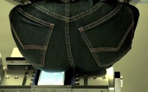 Samsung Galaxy Note 4, non si piega né si spezza sotto uomo di 100 kg  VIDEO