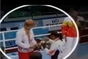 "Sarita Devi, pugile indiana, vince bronzo ma rifiuta medaglia: ""Ingiusta"" VIDEO"