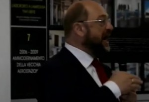 "Lampedusa, Martin Schulz contestato. ""Pagliacciata, i colpevoli siete voi"" VIDEO"