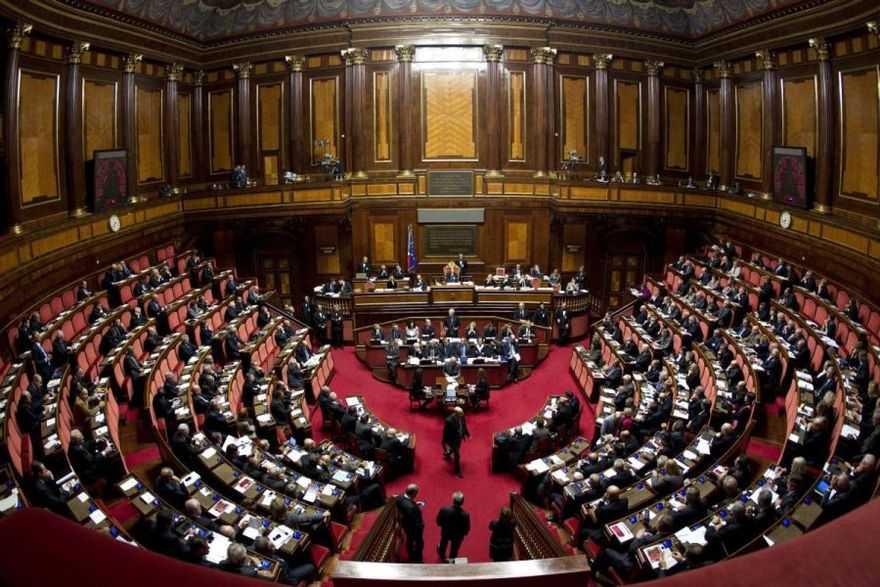 matteo renzi al senato tra commissione ue e legge di