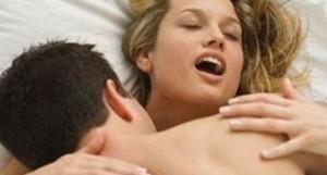Urla durante sesso col marito e la diffidano. Urla con l'amante e la beccano…