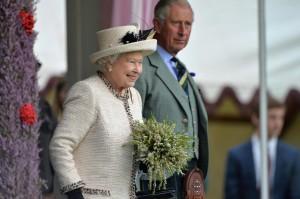 Regina Elisabetta, 88 anni e in salute. Ma c'è chi pensa a Carlo reggente...