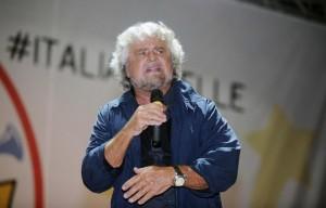 """Beppe Grillo al Circo Massimo: """"Referendum euro: fuori per forza e subito"""""""