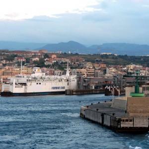 Reggio Calabria, traghetti per la Sicilia bloccati per protesta dei precari