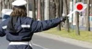 Genova, vigilessa ruba una borsetta. Licenziata ma il giudice la risarcisce