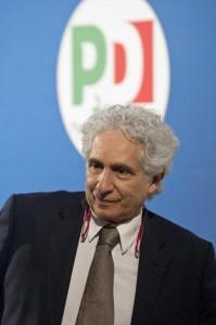 """Corradino Mineo: """"Matteo Renzi è il più grande"""". I renziani: """"Lecca lecca..."""""""
