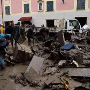 Alluvione Genova: 20 anni di sperperi e appalti inutili. Imarisio, Corriere della Sera (foto Ansa)