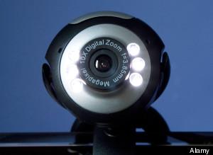 Webcam, il 18% degli italiani la copre per non farsi spiare
