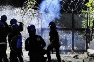 """""""In Valsusa torturato un carabiniere dai No Tav"""": l'accusa dell'avvocato dello Stato (foto Lapresse)"""