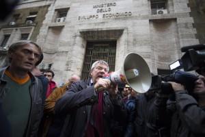La manifestazione di Roma (foto Ansa)