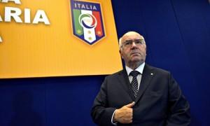 """Carlo Tavecchio, gaffe su Balotelli: """"Dopo test è tornato al suo paese"""""""