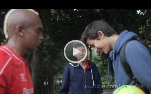 Video. Finto Mario Balotelli cerca di rimorchiare ragazze a Liverpool