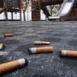 Multe a chi getta sigarette e gomme a terra: fino a 150 euro. Anche in acqua