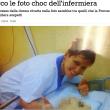 Daniela Poggiali, sorriso in posa con la paziente morta: foto infermiera killer