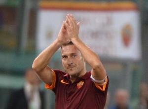 """Napoli-Roma, appello di Totti: """"Ciro ci guarda"""". Al San Paolo in 50mila"""