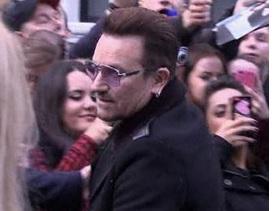 Bono Vox si rompe un braccio cadendo dalla bici: dovrà essere operato