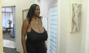 """Kerisha Mark, super maggiorata, si riduce il seno: """"Ora sto meglio"""" VIDEO"""