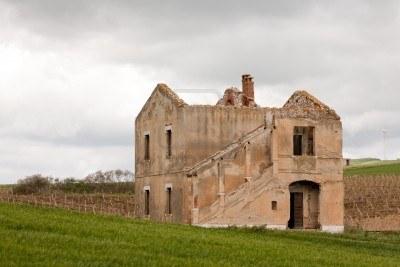 Imu case abbandonate buttar gi il tetto per non pagarla for Case abbandonate italia