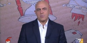 """Maurizio Crozza a Napolitano: """"Non è l'Europa che le chiede di restare, ma Inps"""""""