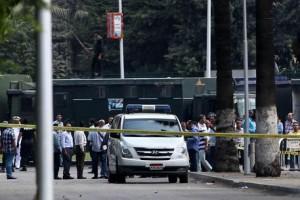 Egitto, bomba su treno in stazione Menouf: 5 poliziotti uccisi