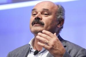 Oscar Farinetti non può parlare, Digos teme disordini