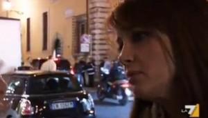 Fiorella Ceccacci Rubino, nuda di spalle. Arriva Berlusconi, lei si gira