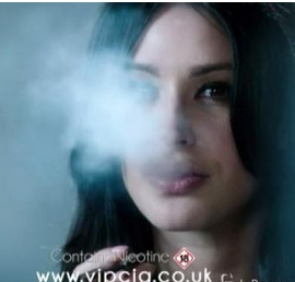Sigaretta elettronica, dopo 50 anni torna fumo in uno spot inglese