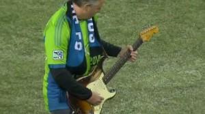 Mike McCready dei Pearl Jam suona inno Usa alla Jimi Hendrix VIDEO