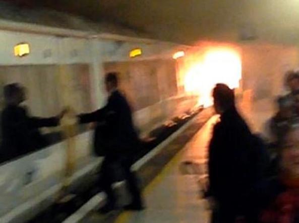 Londra, vagone a fuoco: chiusa stazione metropolitana