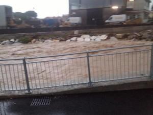 Carrara, esonda fiume Carrione: acqua arriva fino ai tetti VIDEO