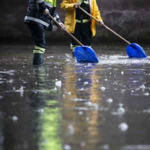 Maltempo, bombe d'acqua verso il sud Italia: scuole chiuse, rischio allagamenti