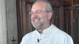"""Don Mario Marchinu, parroco di Arezzo a messa: """"Mi sposo, sono innamorato"""""""