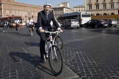 Ignazio Marino in bicicletta