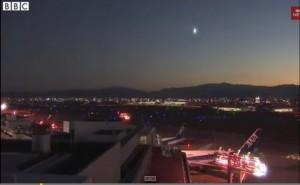 Meteora in Giappone: la palla di fuoco attraversa il cielo VIDEO