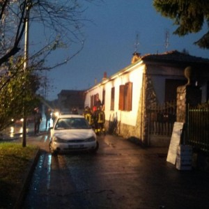 Brucia la casa dopo lite, esplode bombola: lui muore, feriti i 2 figli  (foto Ansa)