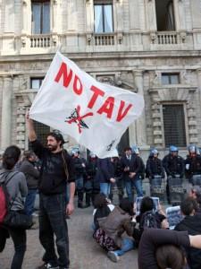 """No Tav, pm: """"Blitz Chiomonte fu terrorismo"""". Chiesti 9 anni e mezzo di carcere"""