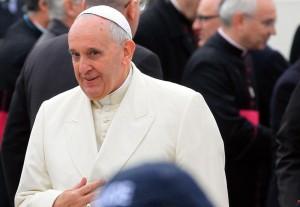 """Papa Francesco a Strasburgo: """"Istituzioni lontane dalla gente"""""""