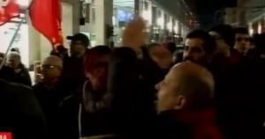 Matteo Renzi a Parma: contestavione e scontri centri sociali-polizia VIDEO