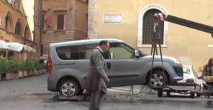 Roma, vigili rimuovono auto per manifestazione: multa da 150 euro al proprietario